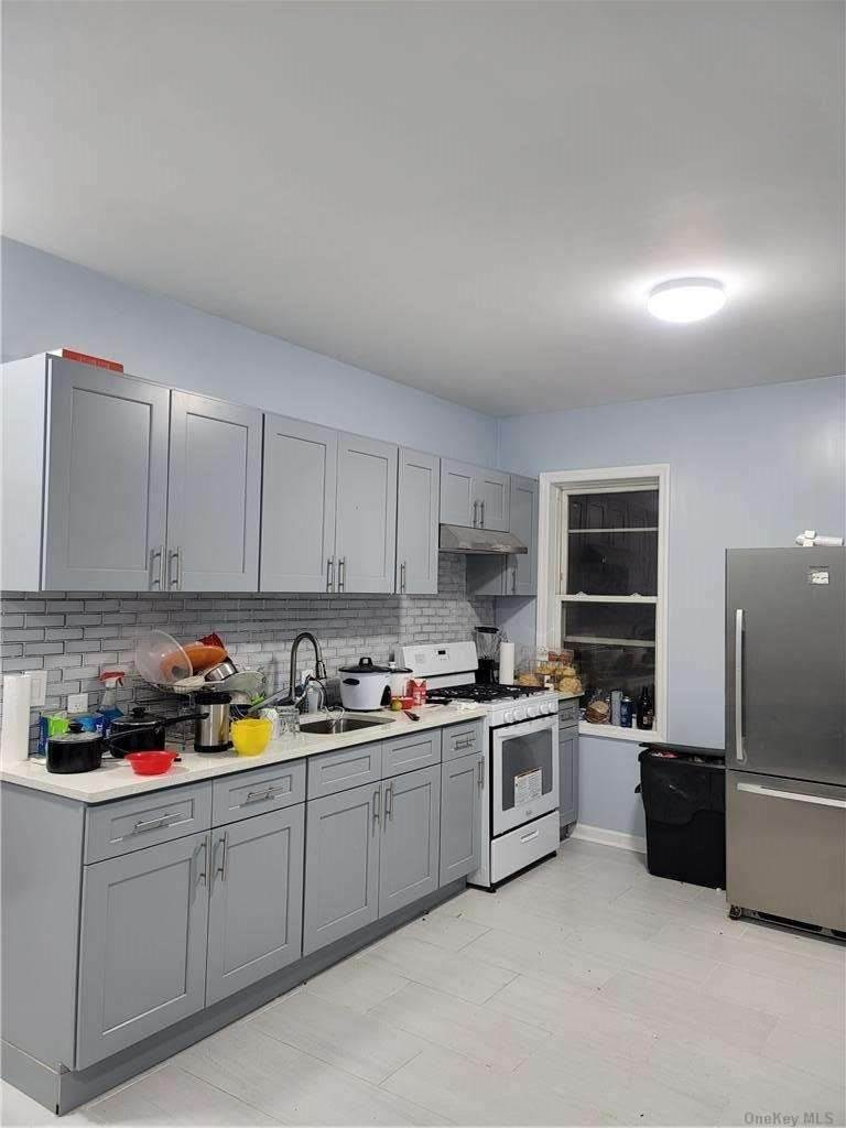 Residential Lease at 27-29 Humphrey Street # 2 fl East Elmhurst, New York 11369 United States