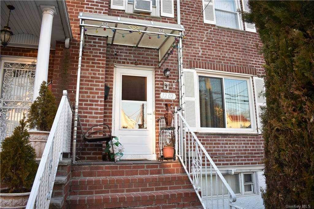 Arrendamiento Residencial en 12-02 117th Street, College Point, NY 11356 College Point, Nueva York 11356 Estados Unidos