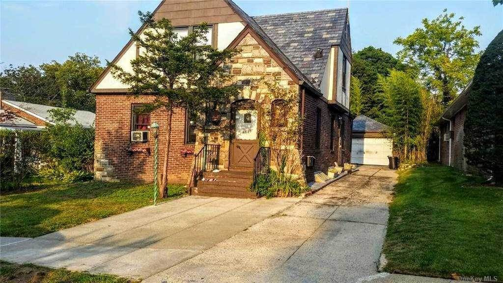 Residential Lease at 83-35 Daniels Street # 1st Fl, Briarwood, NY 11435 Briarwood, New York 11435 United States