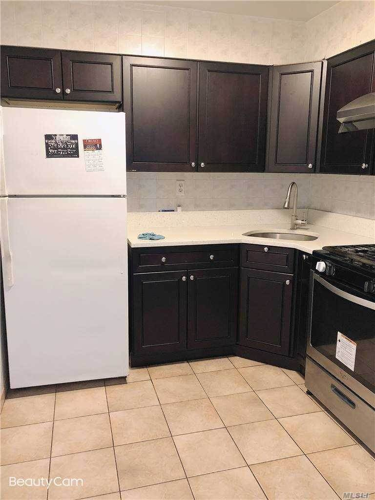 Residential Lease bei 109-44 Corona Ave # 2nd FL, Corona, NY 11368 Corona, New York 11368 Vereinigte Staaten