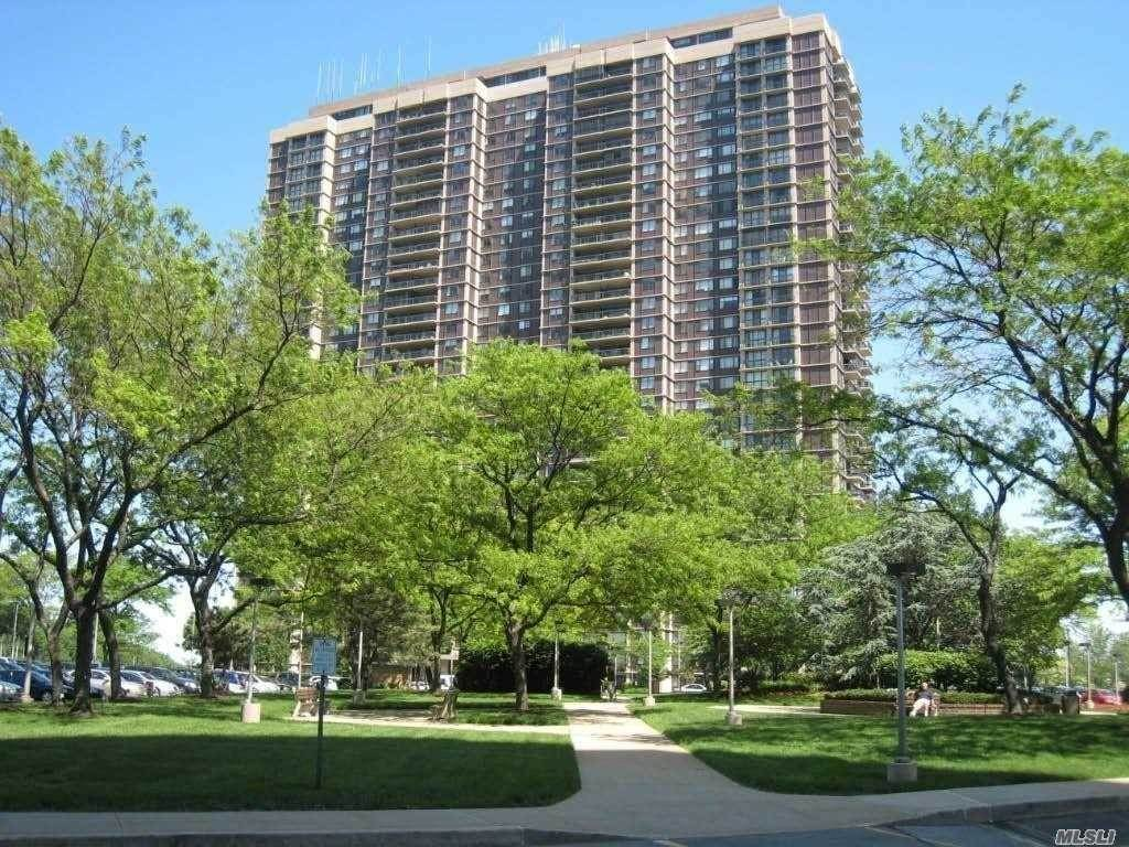 Residential Lease at 27110 Grand Central Parkway # 8Y Floral Park, New York 11005 United States