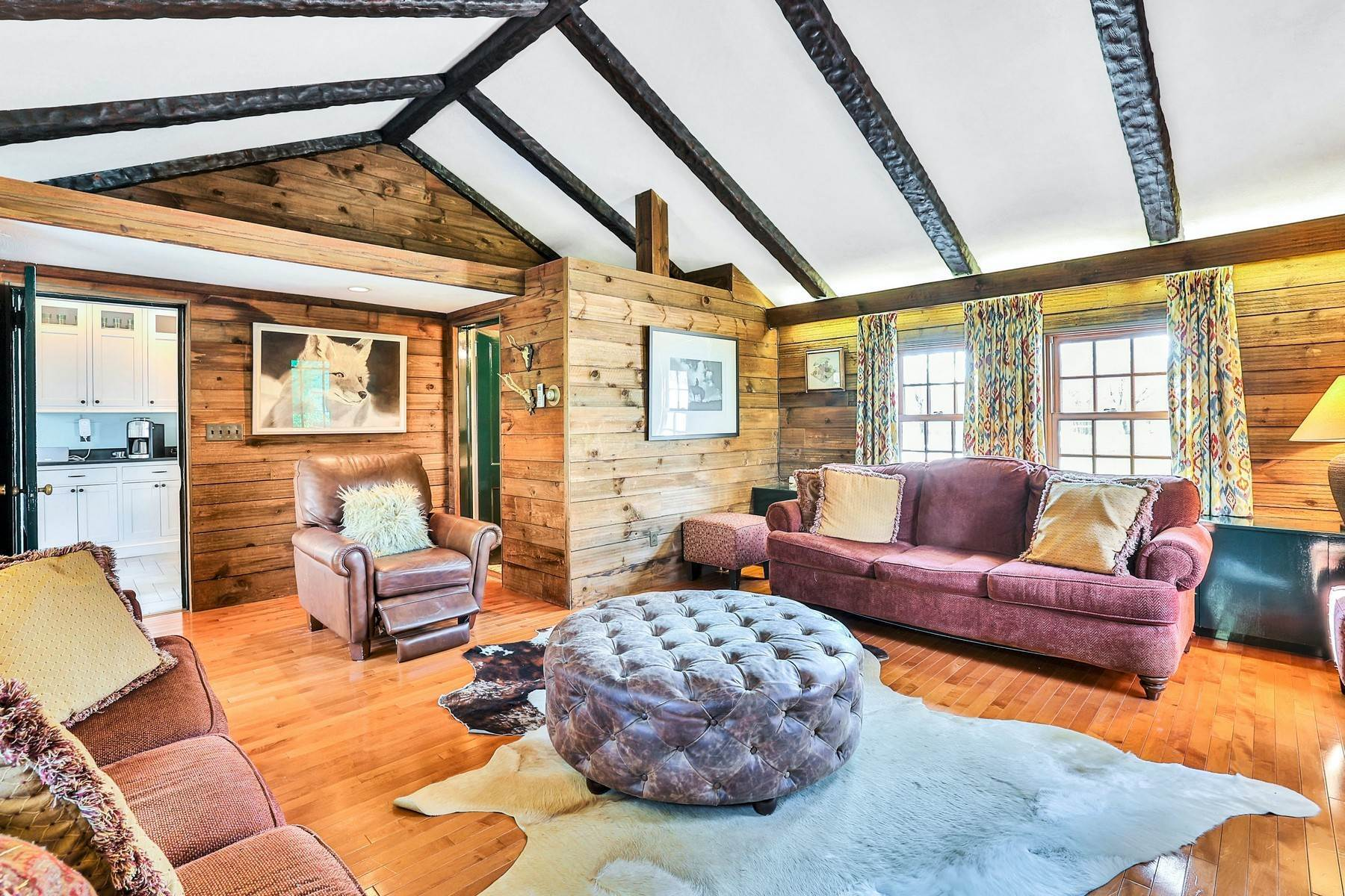 15. Single Family Homes for Sale at Light Filled, Sophisticated Tudor 210 Elm Road Briarcliff Manor, New York 10510 United States