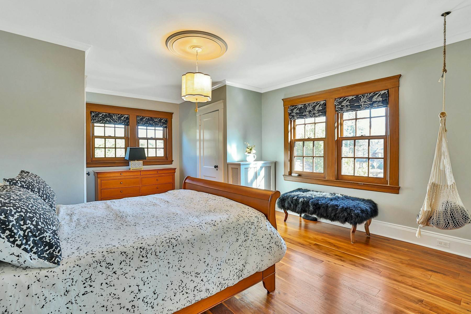 24. Single Family Homes for Sale at Light Filled, Sophisticated Tudor 210 Elm Road Briarcliff Manor, New York 10510 United States