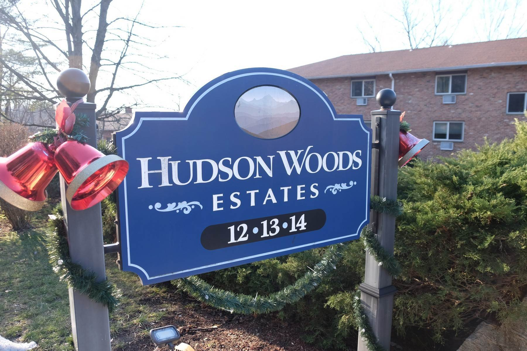 Apartments для того Продажа на Hudson Woods Estates 13 Scenic Drive #V Croton On Hudson, Нью-Йорк 10520 Соединенные Штаты