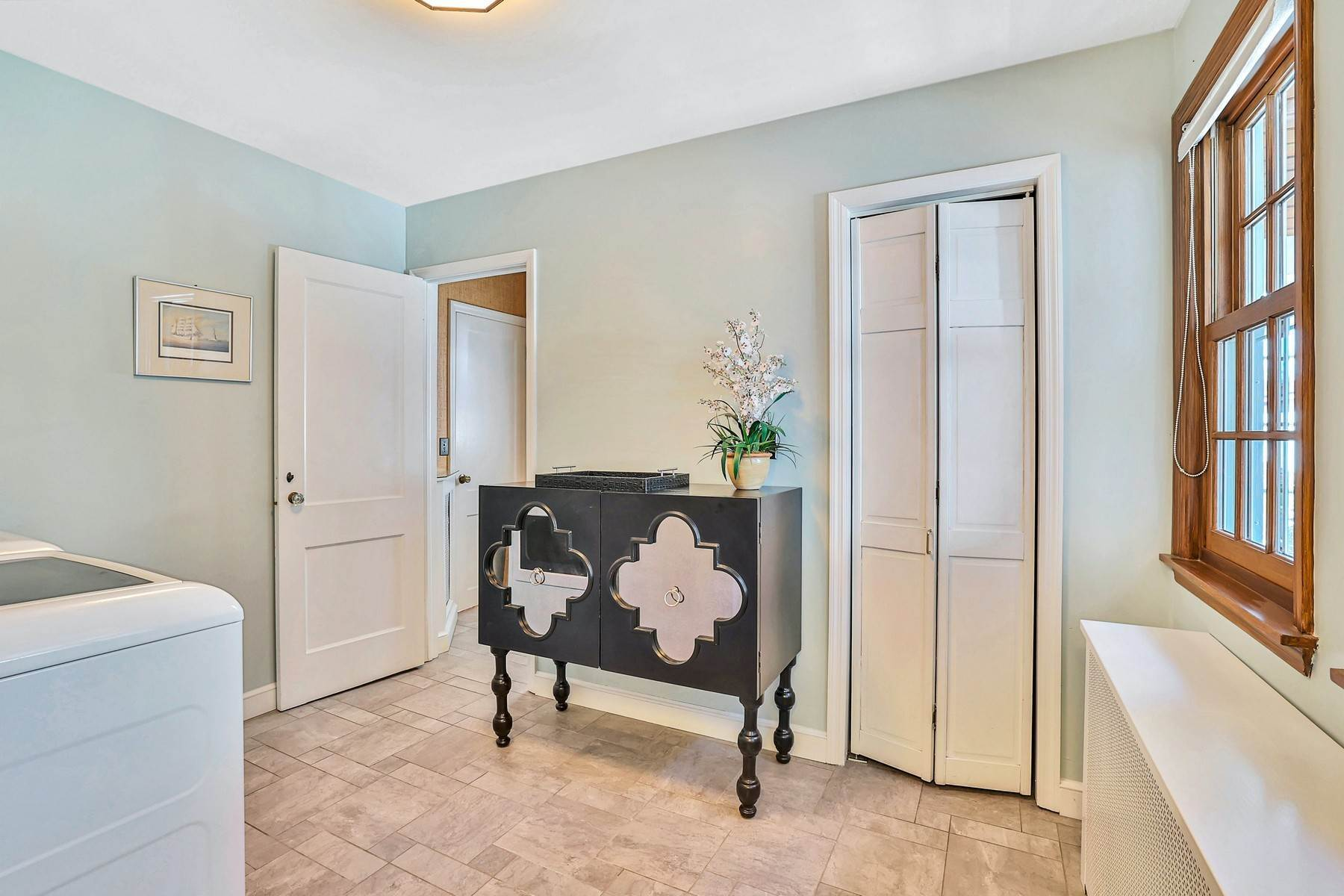 20. Single Family Homes for Sale at Light Filled, Sophisticated Tudor 210 Elm Road Briarcliff Manor, New York 10510 United States