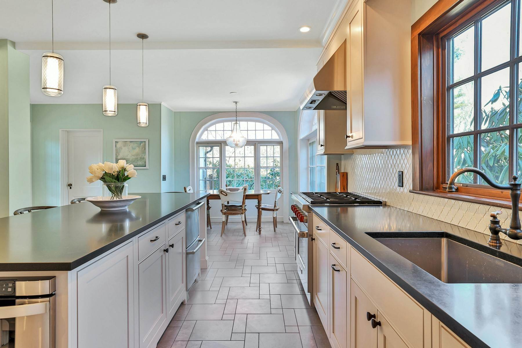 9. Single Family Homes for Sale at Light Filled, Sophisticated Tudor 210 Elm Road Briarcliff Manor, New York 10510 United States