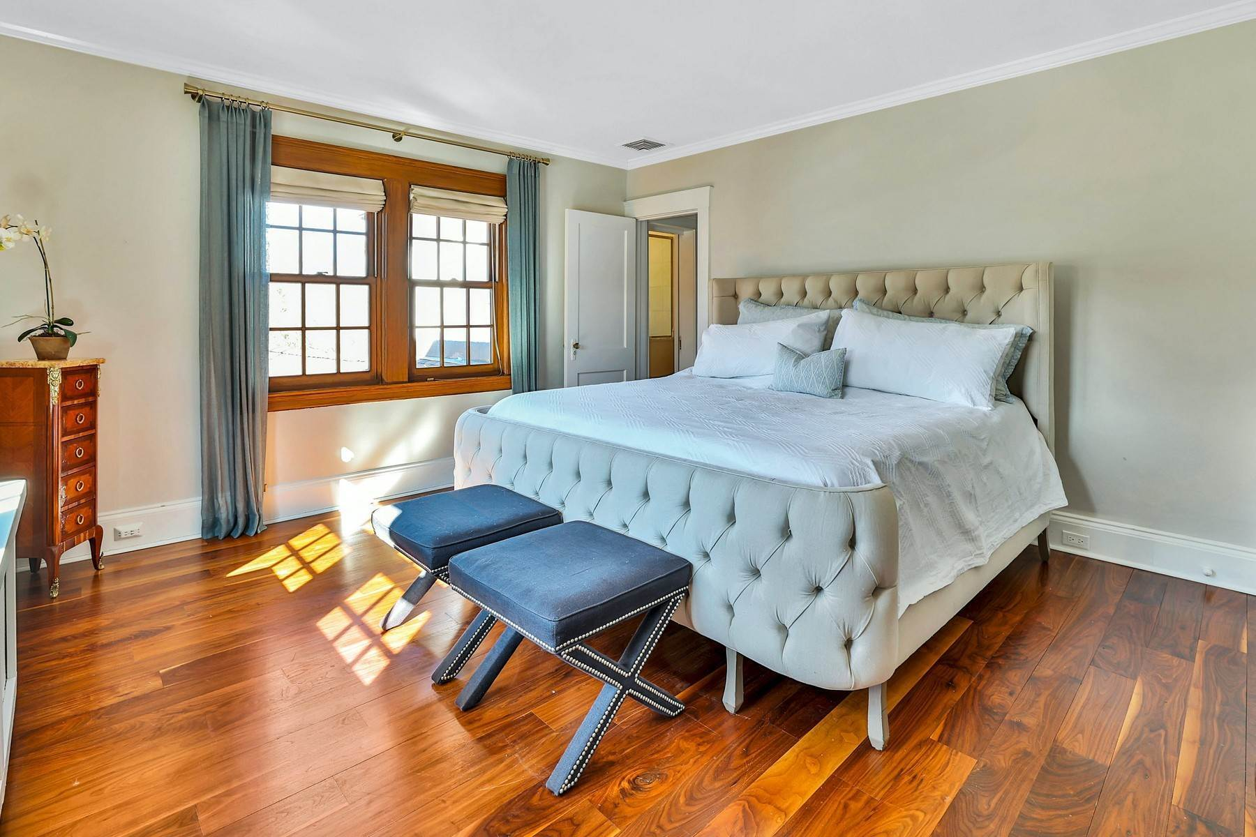 22. Single Family Homes for Sale at Light Filled, Sophisticated Tudor 210 Elm Road Briarcliff Manor, New York 10510 United States