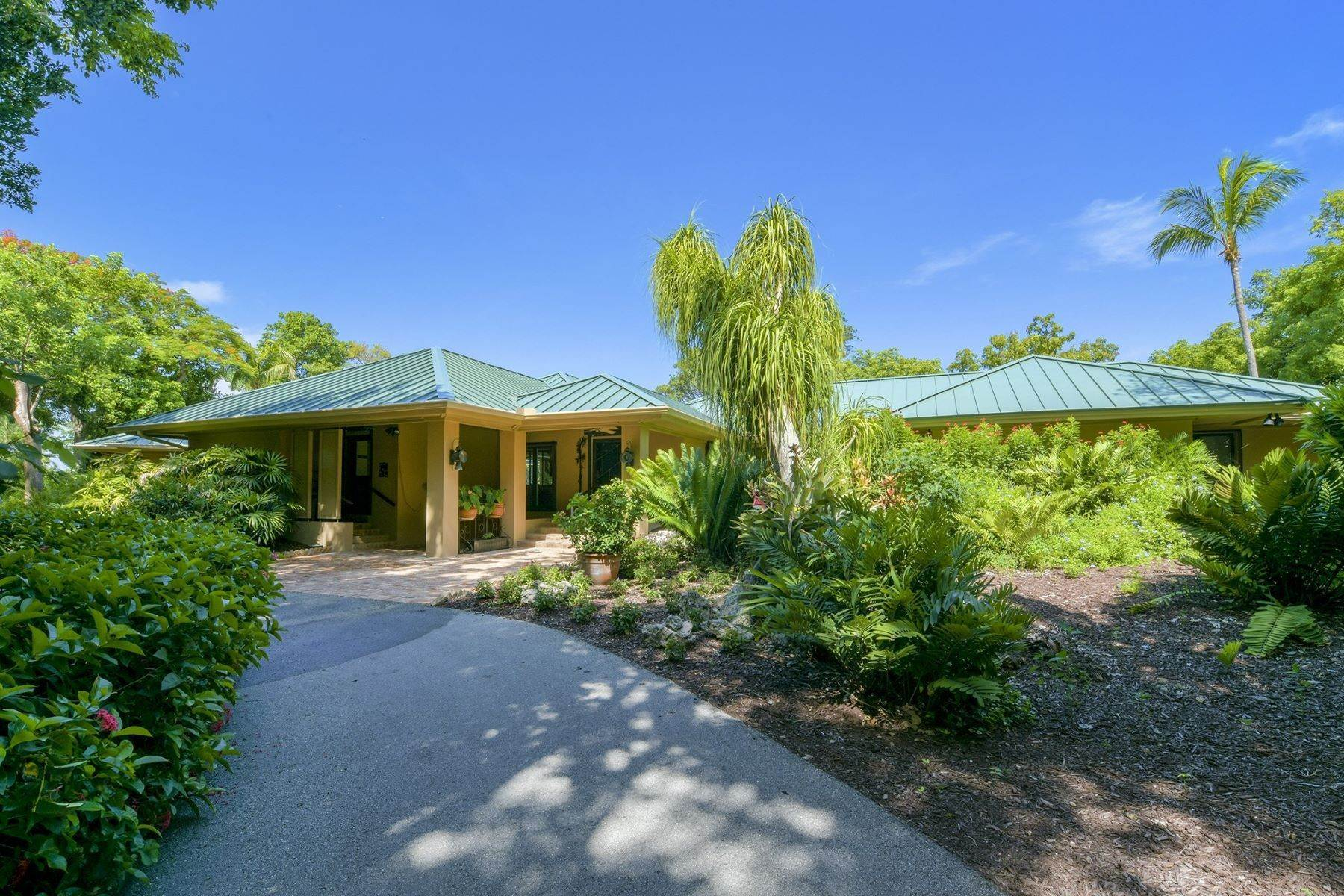 22. Property for Sale at 10 Cannon Point, Key Largo, FL 10 Cannon Point Key Largo, Florida 33037 United States