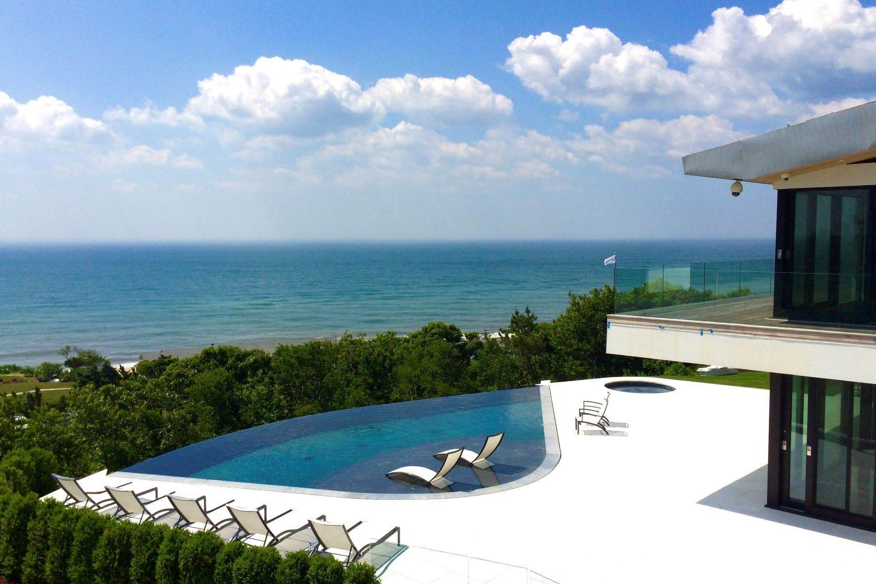 Single Family Homes at Alluring Modern Overlooking Ocean 14 Maple Street East Hampton, ニューヨーク 11937 アメリカ