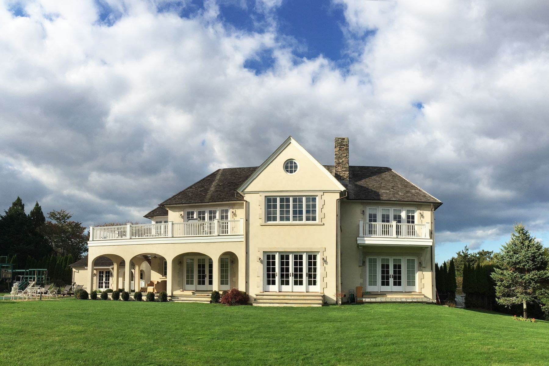 Single Family Homes в Elegant Villa Near the Ocean 16 Two Mile Hollow Road East Hampton, Нью-Йорк 11937 Соединенные Штаты